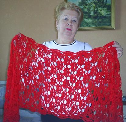 Там поэтапно показано вязание шали из мотивов .